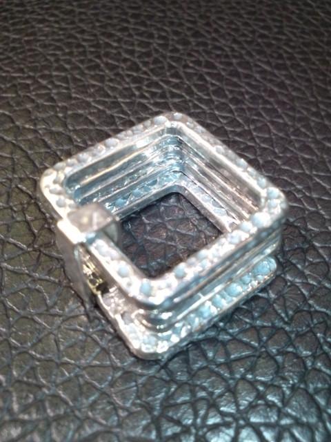 四角のリング