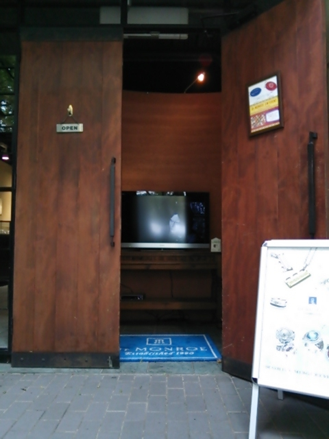 ドクターモンロー名古屋本店入口