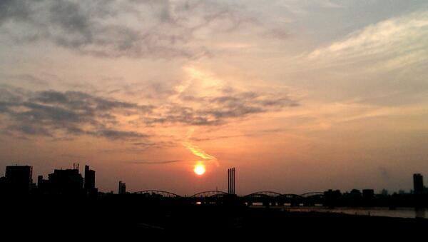 朝焼けの大阪