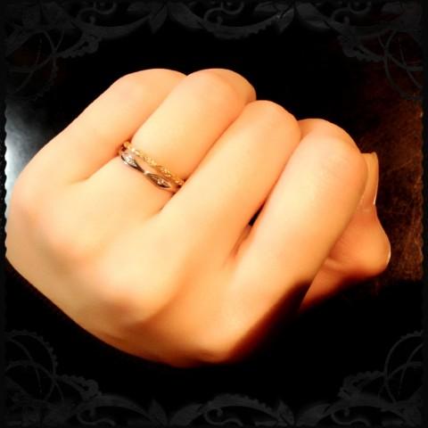 ゴールドとダイヤモンドのリング着用図