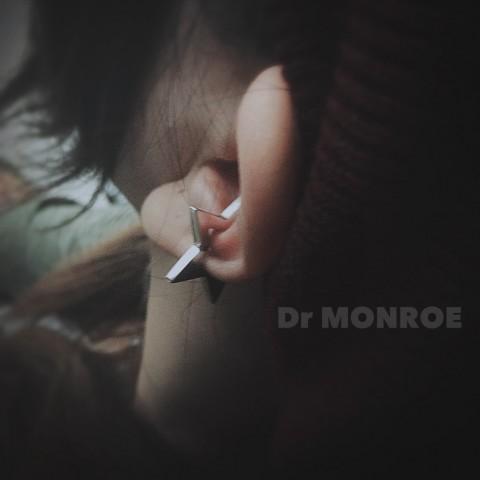 ドクターモンローの星のイヤーカフ着用IMG_7474