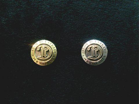 真鍮とシルバーのロゴピンバッヂ