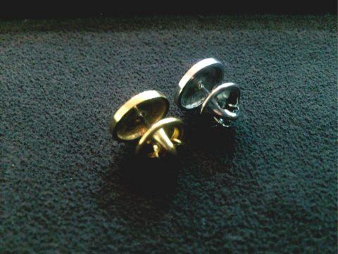 真鍮とシルバーのピンバッヂ