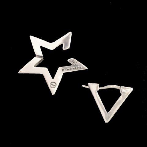 星の形のイヤーカフと三角のフープピアス