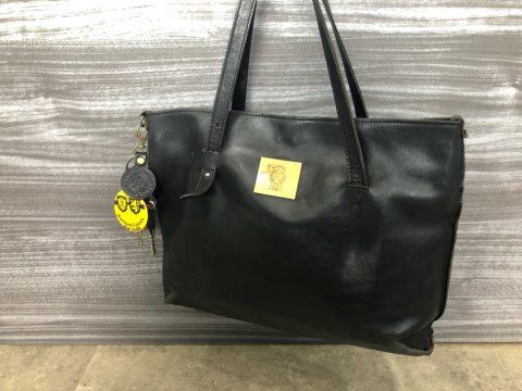 黒のレザートートバッグ