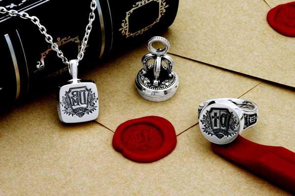 シーリングスタンプの指輪とネックレス