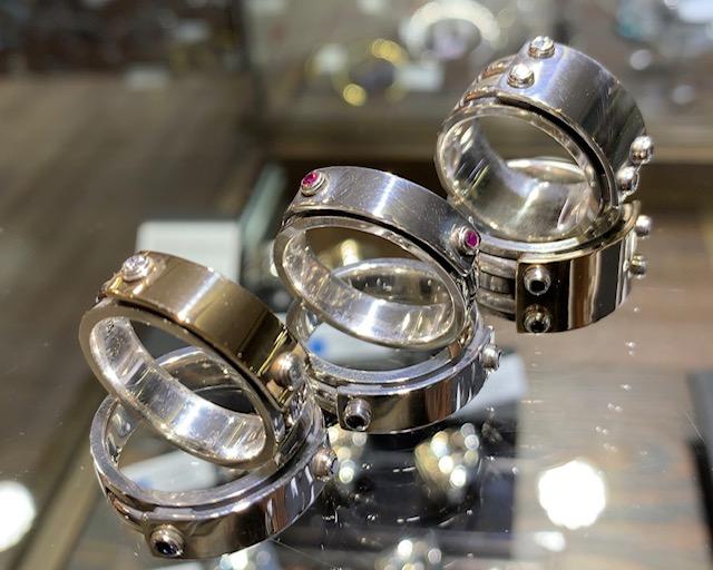 シンプルなメンズリングのダイヤモンドカスタム