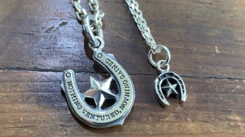 メンズホースシューネックレスに星のデザイン、小さいデザインと
