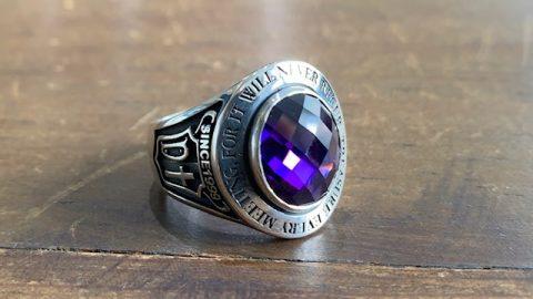 カレッジリング、紫の石