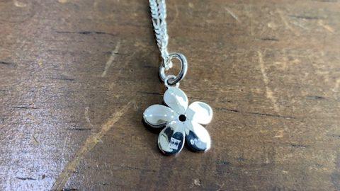 オーダーメイドネックレス、桜にルビーのデザイン裏