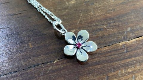 オーダーメイドネックレス、桜にルビーのデザイン