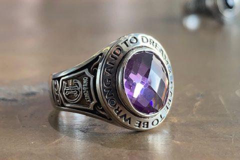 ドクターモンロー名古屋本店のカレッジリング、紫の石