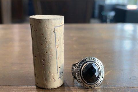 ドクターモンロー名古屋本店のカレッジリングfc195、黒の石、大きさ比較