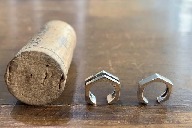 ドクターモンローのナットのデザインのイヤーカフ