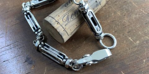 アクセサリー修理、ブレスレットの留め具のバネ