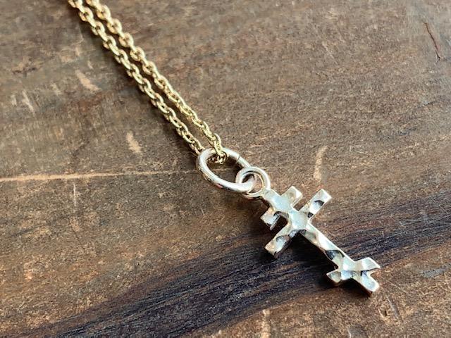 ゴールドの八端十字架ネックレス