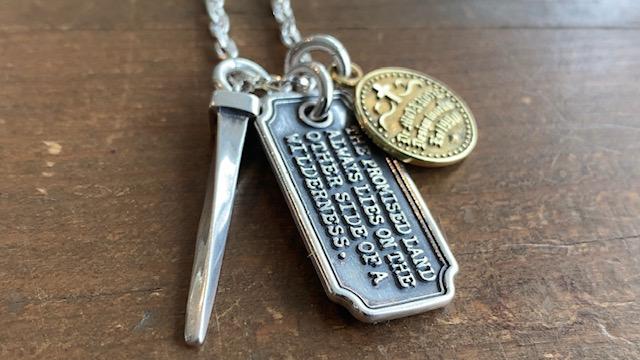メンズプレートネックレス(シルバー925製)と真鍮コイン