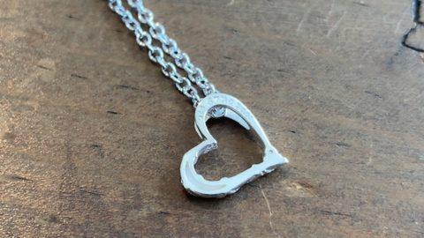シルバーのハートネックレス