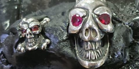 ビルウォールレザーのスカルの目に石入れカスタム