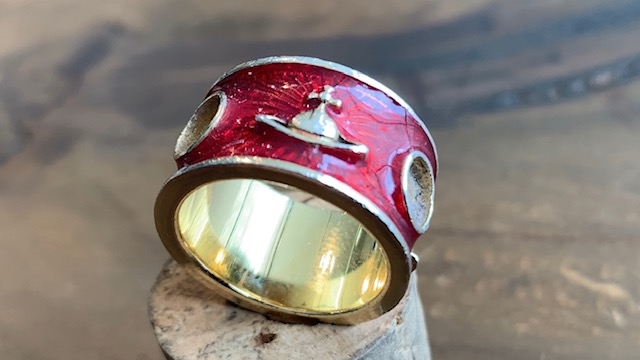 ヴィヴィアンウエストウッドの指輪の石取れ修理前