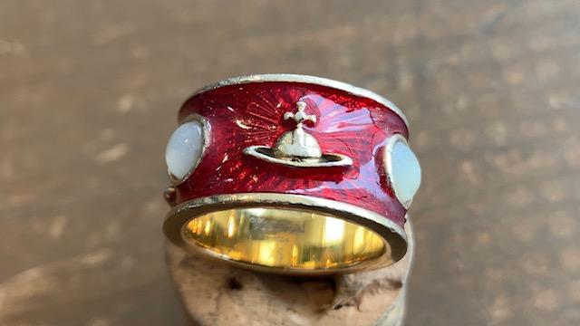 ヴィヴィアンウエストウッドの指輪の石取れ修理前後
