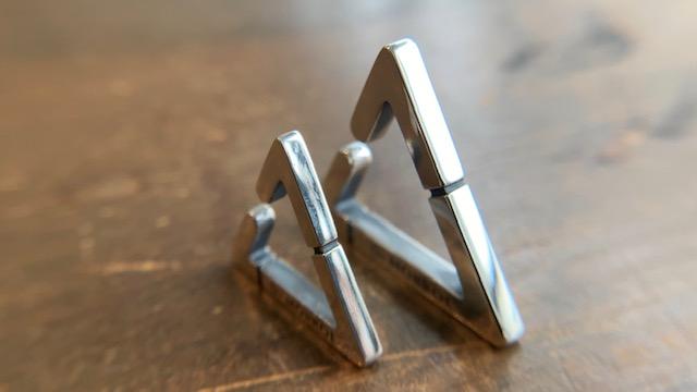 三角のメンズイヤーカフ