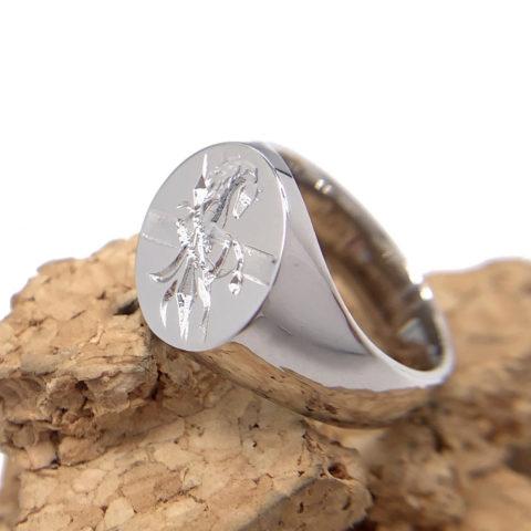 オーダーメイドのシーリングスタンプの指輪、プラチナ製