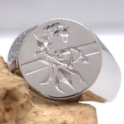 オーダーメイドのシーリングスタンプの指輪、プラチナ製オーダーメイドのシーリングスタンプの指輪、プラチナ製