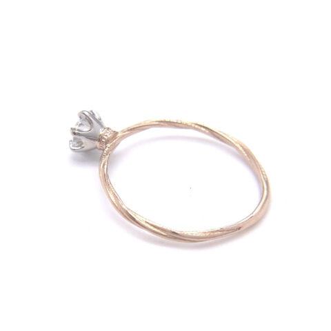 婚約指輪、ダイヤモンドとプラチナと18kゴールド素材