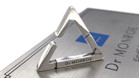 三角のイヤーカフ