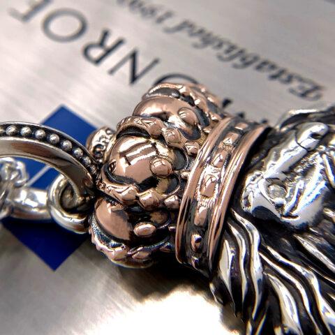 オーダーメイドのライオンのネックレス
