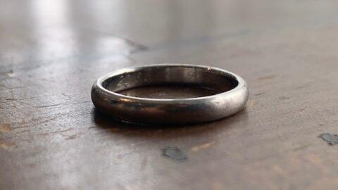 ティファニーの結婚指輪の傷取り修理前